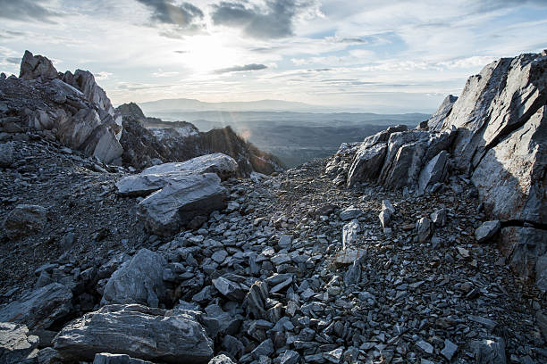 Rocky montaña y al atardecer - foto de stock