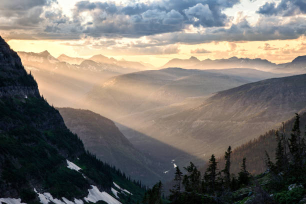 rocky mountain crepuscular light 2 - logan pass stock pictures, royalty-free photos & images