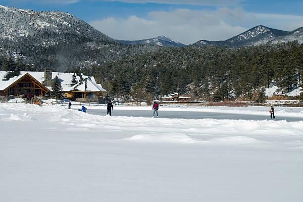 rocky mountain ice skating - isvak bildbanksfoton och bilder