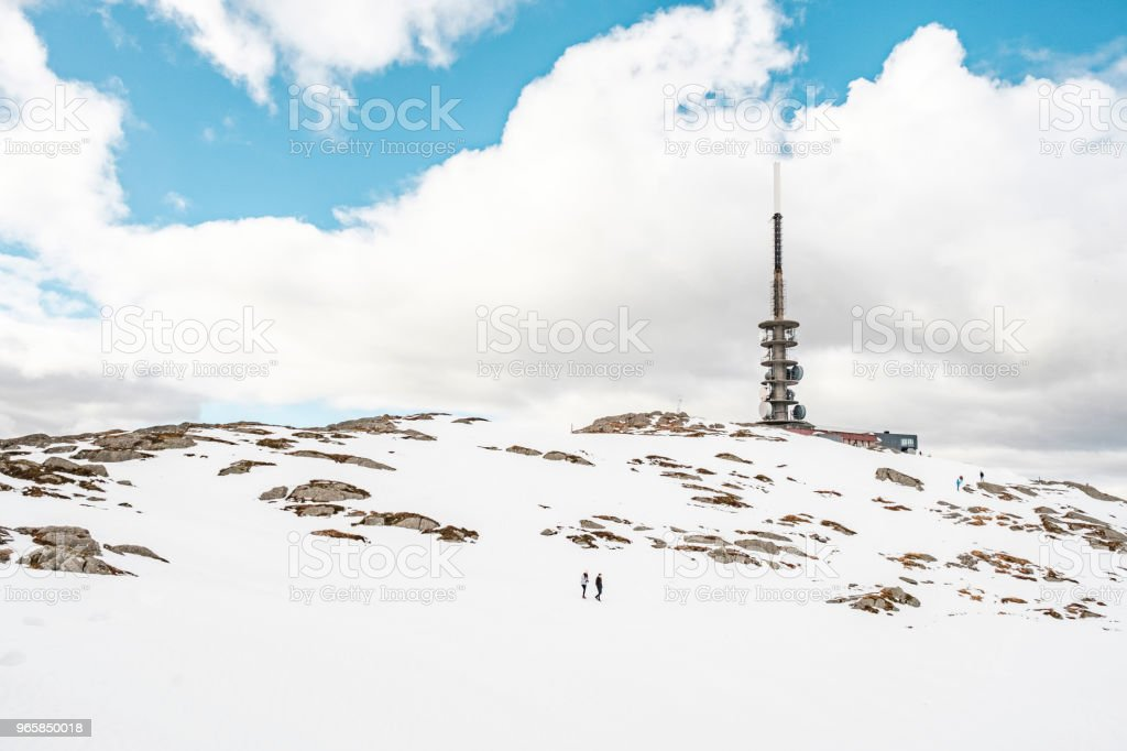 Rocky Mountaintop With Tower - Стоковые фото Башня роялти-фри