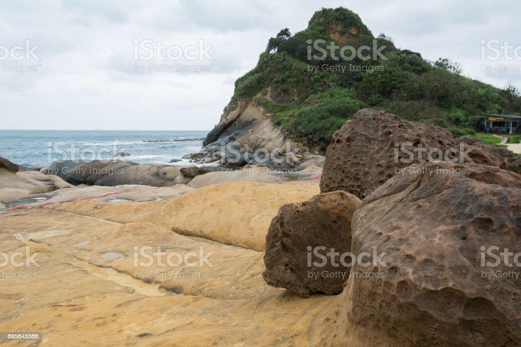Rocky shoreline and sand beach foto de stock royalty-free