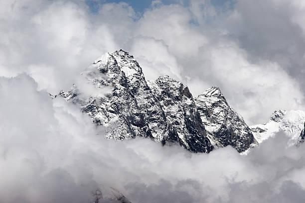 Rocky 서밋 부착하는 주시나요 운해, Himalaya 스톡 사진