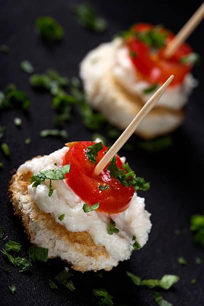 roe salat als vorspeise - taramosalata stock-fotos und bilder
