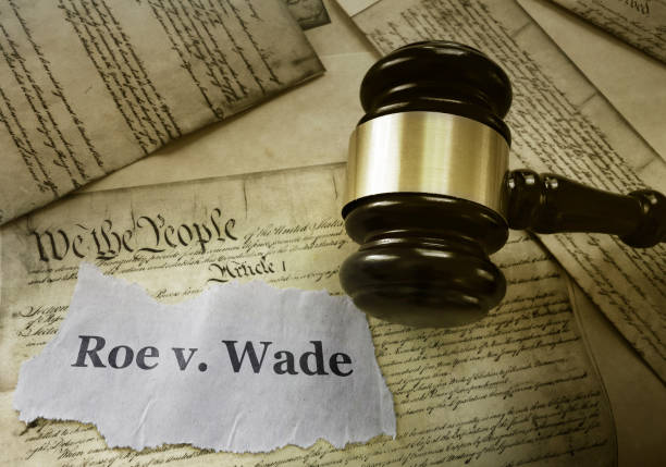 Roe v Wade constitution Roe v Wade news headline with gavel on a copy of the United States Constitution abortion stock pictures, royalty-free photos & images