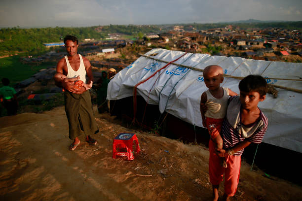 Rohingya Muslims Flee Violence In Myanmar Thousands of Rohingya Muslims, who crossed over from Myanmar into Bangladesh, take shelter at Jamtoli refugee camp, Bangladesh, October 2, 2017. The United Nations' humanitarian office said Thursday that the number of Rohingya Muslims fleeing to Bangladesh since Aug. 25 has topped 500,000. rohingya culture stock pictures, royalty-free photos & images