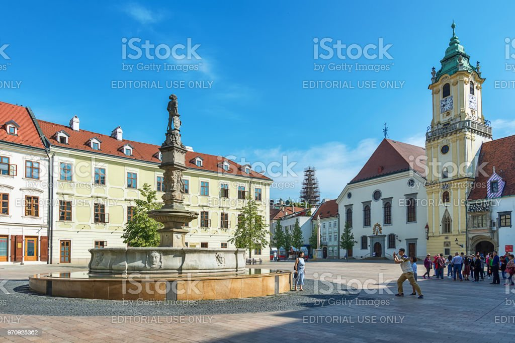 Roland Fountain am Hauptplatz (Hlavne Namestie) in Bratislava – Foto