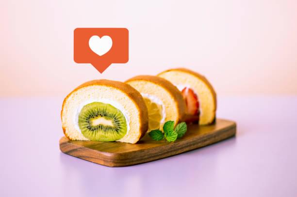 roll kuchen  - musik kuchen stock-fotos und bilder