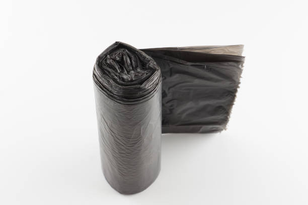 roll of trash bags isolated on white background – zdjęcie