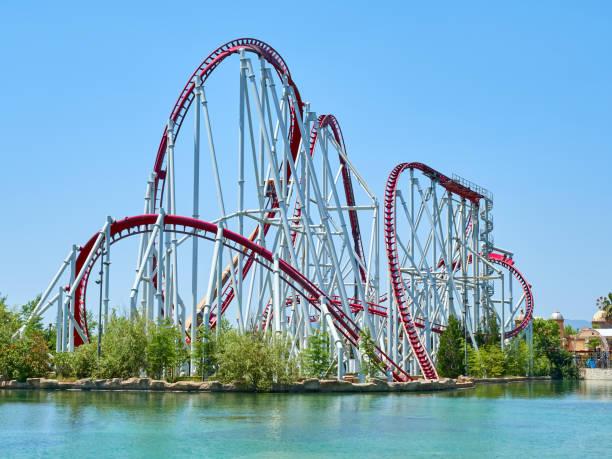 roller coaster at funfair - roller coaster fotografías e imágenes de stock