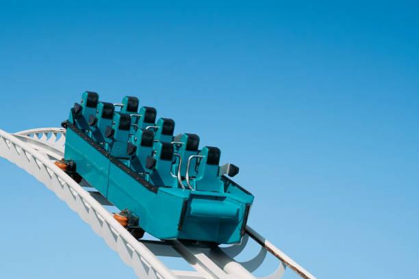 montaña rusa  - roller coaster fotografías e imágenes de stock