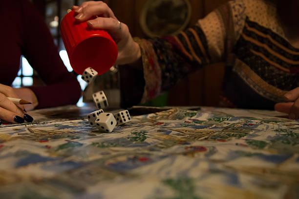 Rolling Dice out of Cup Playing Family Game – Foto