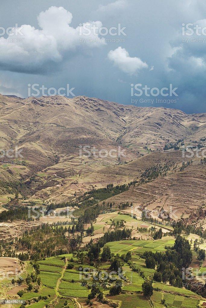 Rolling Hills mit bewölkten Himmel in Cusco, Peru Lizenzfreies stock-foto