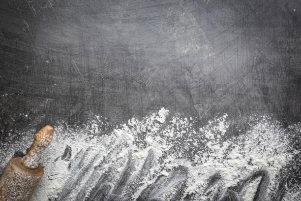 Walzstanft und weißes Mehl – Foto