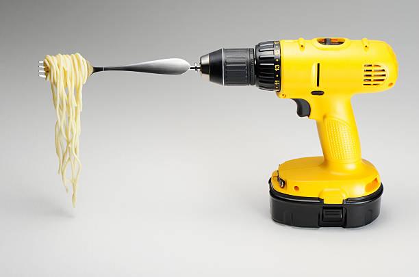 Rolling spaghettis la rápida vías - foto de stock