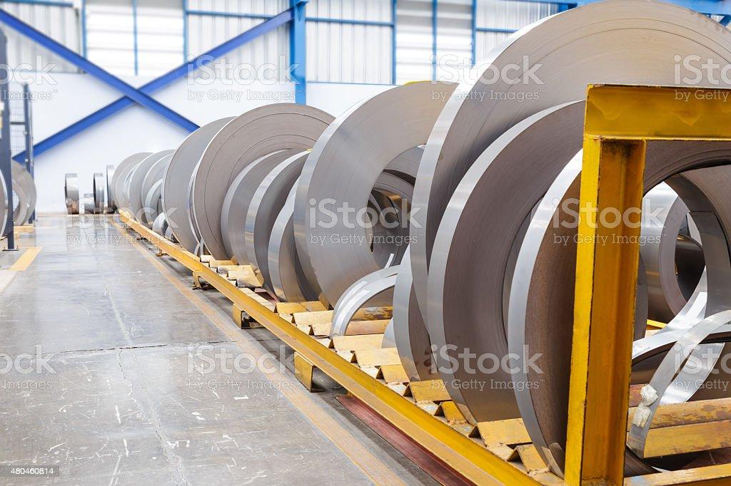 Rouleaux de feuille de métal en attente pour réception - Photo