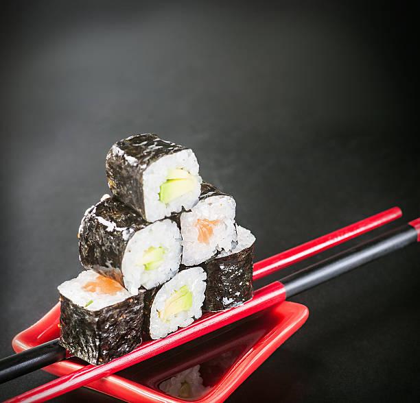 rolls auf sticks mit sauce – Foto