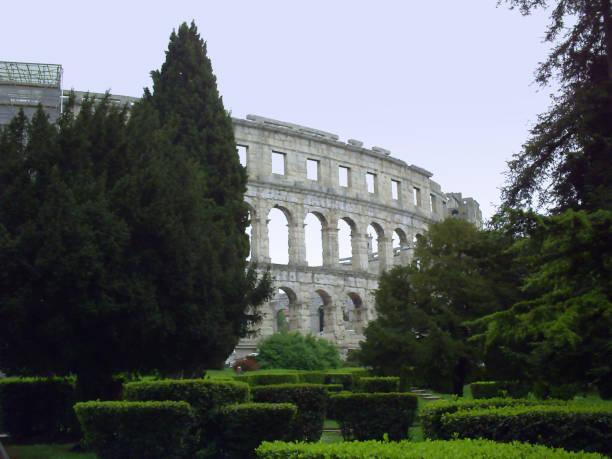 roman amphitheatre (arena) in pula - colosseo 1900 foto e immagini stock