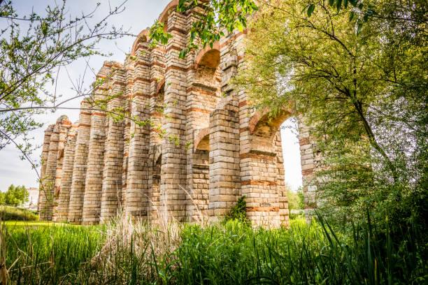 Acueducto romano Acueducto de los Milagros en Mérida, España - foto de stock