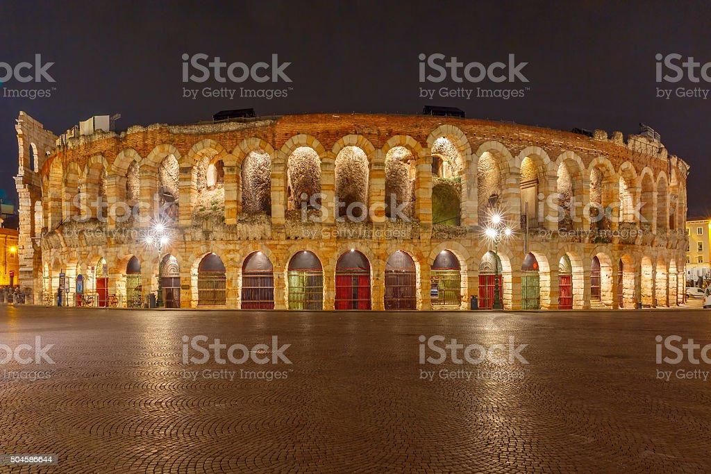 Arena romana, Verona di notte, Italia - foto stock