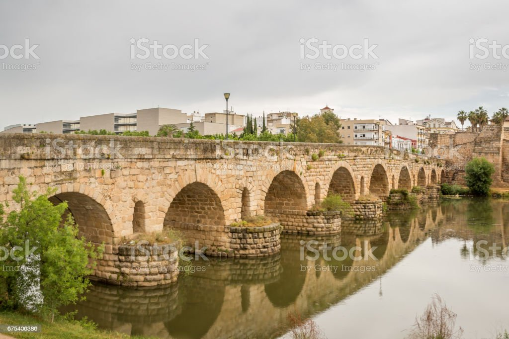 Roman Bridge over the Guadiana River photo libre de droits