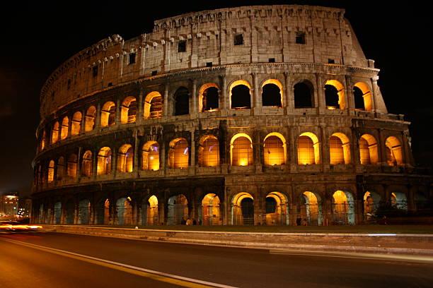 Römisches Colosseum bei Nacht – Foto