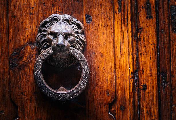 roman 도어 lion - 노커 뉴스 사진 이미지