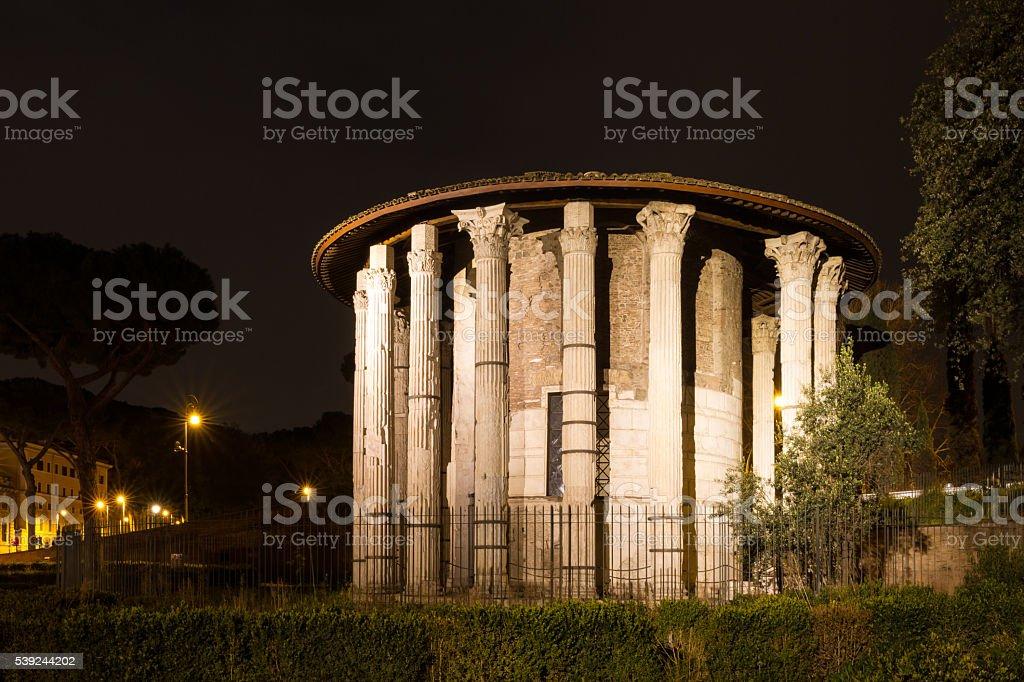 Templo romano hércules por la noche foto de stock libre de derechos