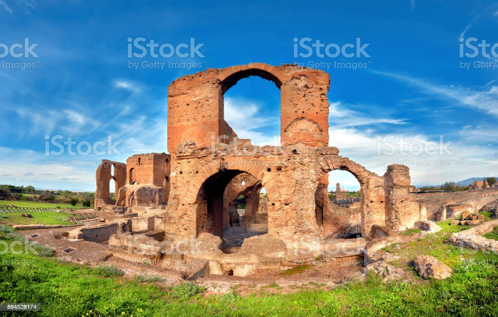 Roman landscape with old brick ruins on Appia Way - foto stock