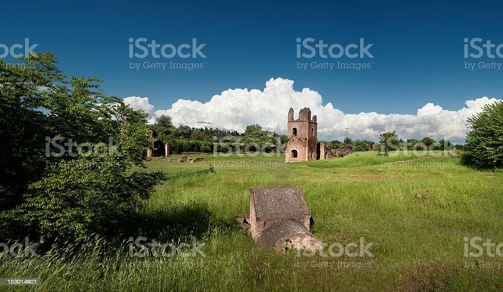 Rovine romane nel parco Appia Antica Roma - foto stock