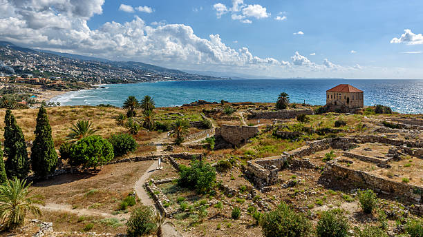 roman ruins of the temple de baccus in byblos - lebanon 個照片及圖片檔