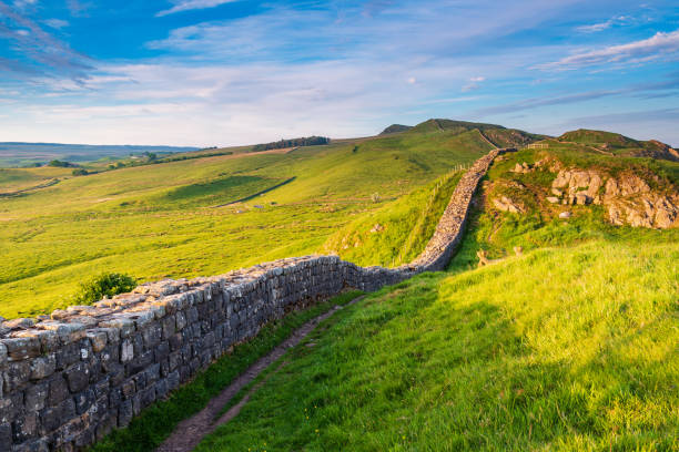 Roman Wall near Caw Gap Hadrian's Wall is a World Heritage Site in the beautiful Northumberland National Park. Popular with walkers along the Hadrian's Wall Path and Pennine Way northeastern england stock pictures, royalty-free photos & images