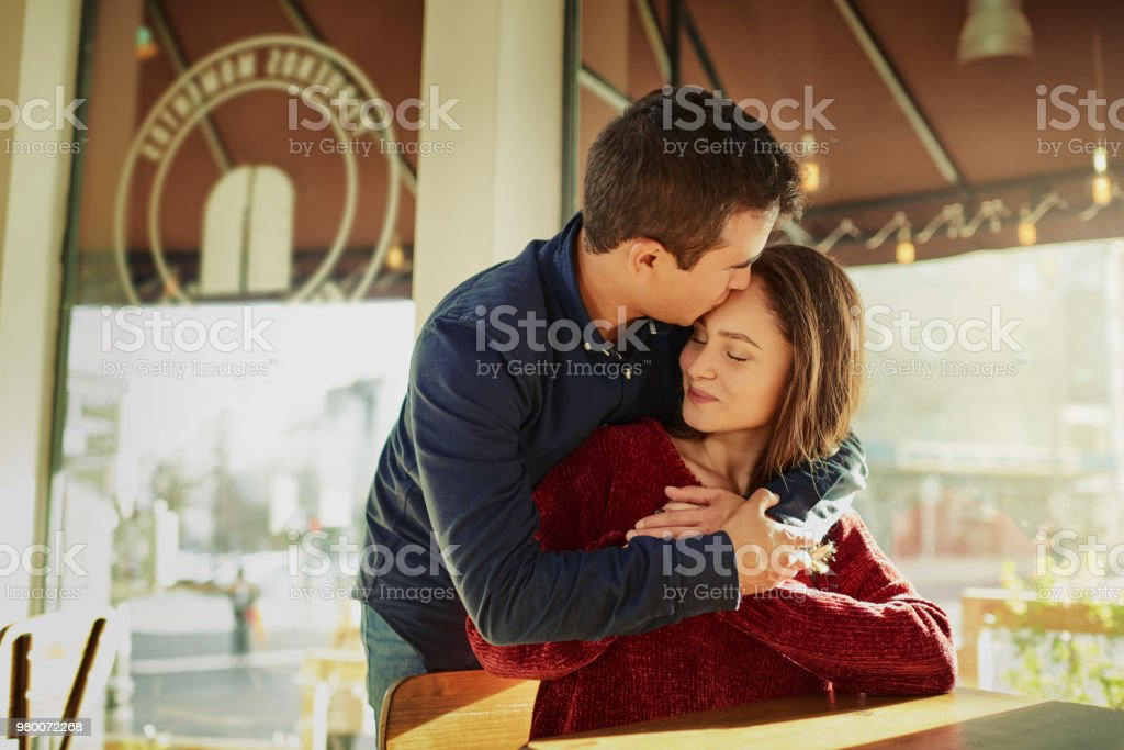 El romance es todavía vivito y coleando - foto de stock