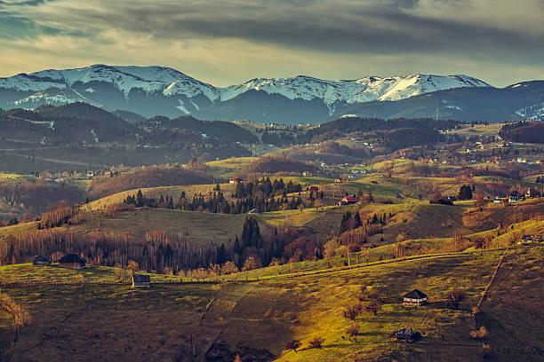 루마니아 전원 풍경 - 카르파티아 산맥 뉴스 사진 이미지
