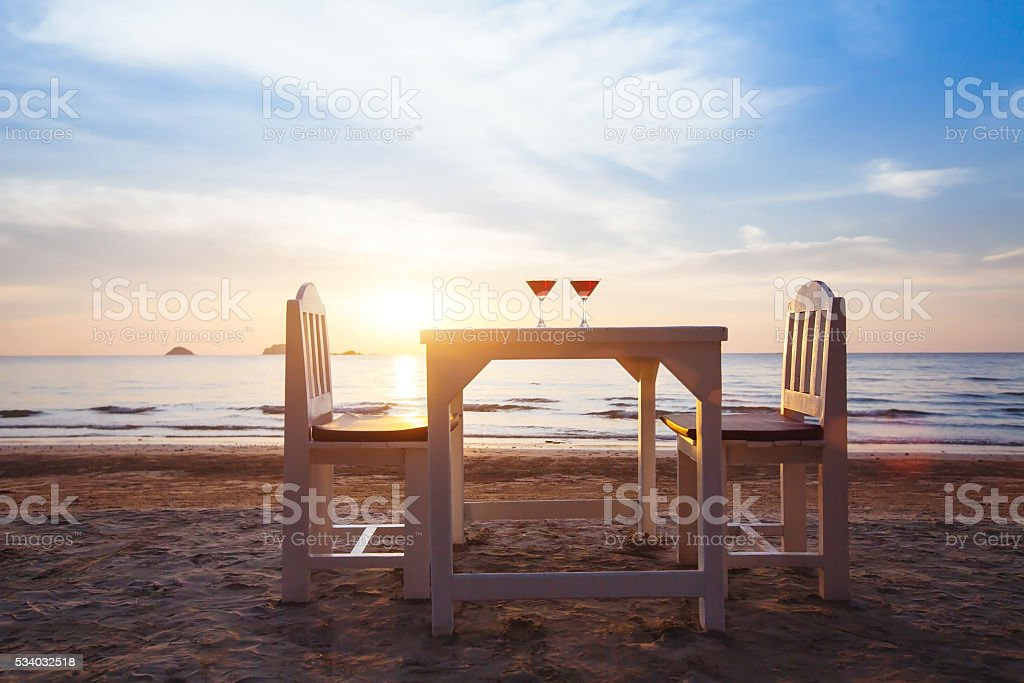 romantic beach restaurant - foto stock