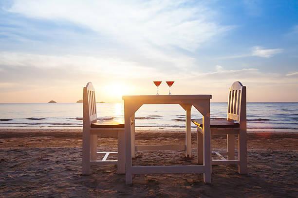 romantic beach restaurant - foto stock