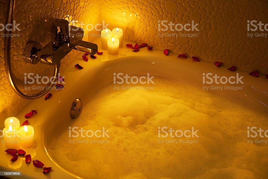 Bagno Romantico Foto : Romantico bagno pieno di schiuma fotografie stock e altre