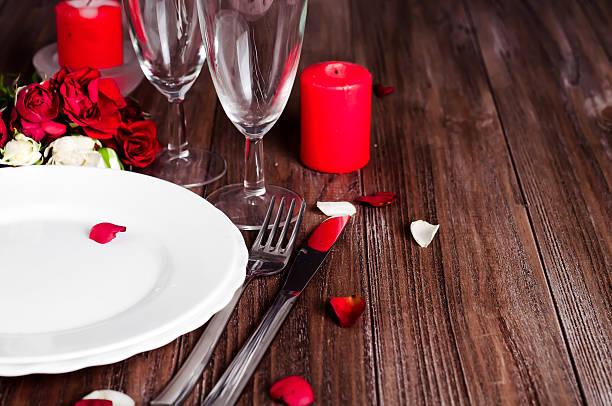 Romantic candle light valentine table setting picture id611760528?b=1&k=6&m=611760528&s=612x612&w=0&h=i9x azsphckeuyyjtsjyq5gnj ij9xremnn4vrrrxvk=