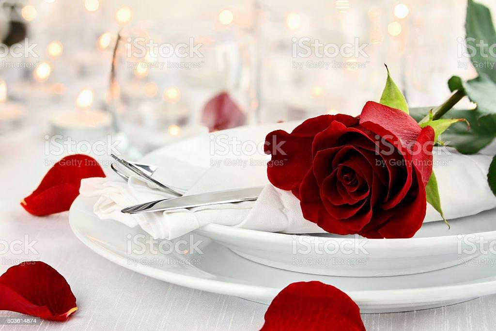 Candlelite ambiente romántico de mesa - Foto de stock de Blanco - Color libre de derechos