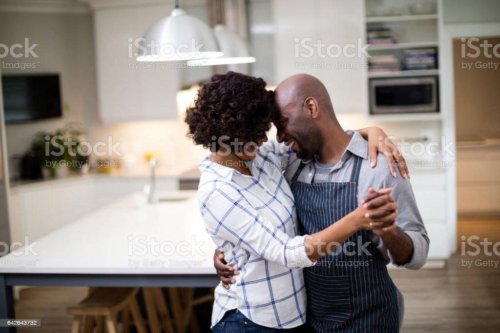 Romantic couple dancing in kitchen – zdjęcie