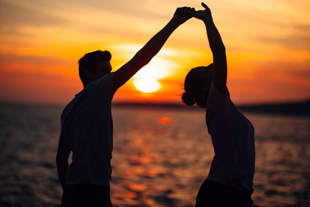 romantic couple dancing on the street.having a romantic date.celebrating anniversary.valentines day.birthday date.gentleman and lady.manners.treating the loved one.dance,music,passion - tango taniec zdjęcia i obrazy z banku zdjęć