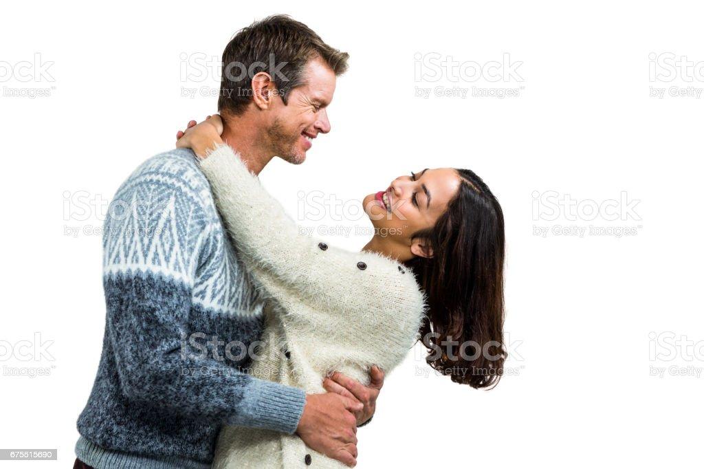 Couple romantique globale dans des vêtements chauds photo libre de droits