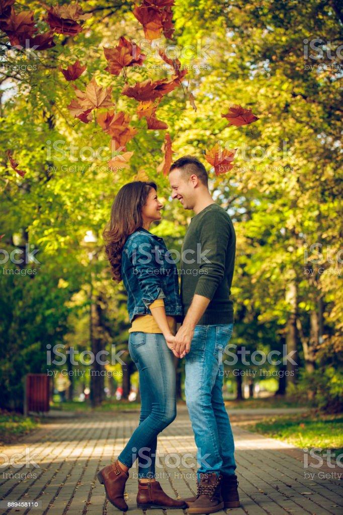 20 te jong voor online dating normale dating relatie
