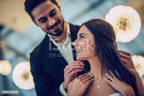 istock Romantic couple in restaurant 908333638