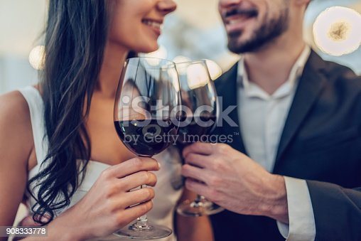 istock Romantic couple in restaurant 908333778
