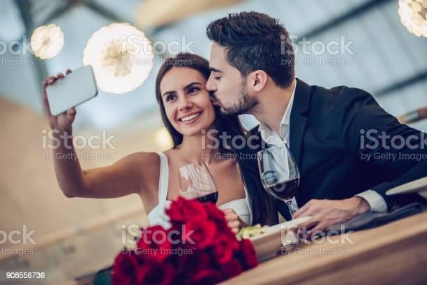 Romantic couple in restaurant picture id908556736?b=1&k=6&m=908556736&s=612x612&h=iesn84x dsddaxfrvgew zasd6aj8tghstdumtqr4sg=