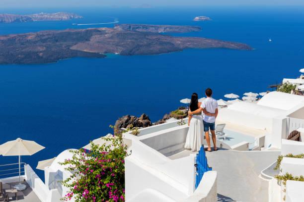romantic couple on greek island - viaggio di nozze foto e immagini stock