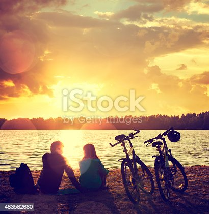969439086 istock photo Romantic Couple with Bikes by the Lake 483582660