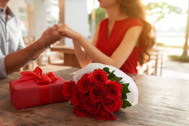 Romantic date at outdoor cafe picture id905945268?b=1&k=6&m=905945268&s=612x612&w=0&h=plo pl3kphwdvajbqzxutcm x4mkrpdokxnw2wzzxvm=