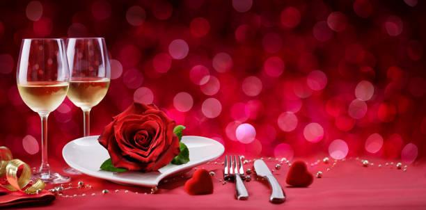 romantyczna kolacja - ustawienie stołu na walentynki - kartka na walentynki zdjęcia i obrazy z banku zdjęć