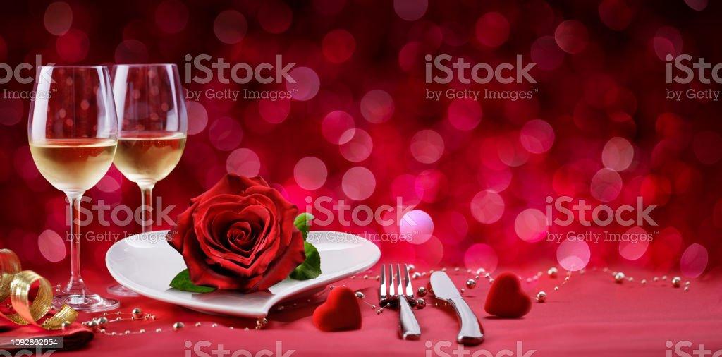 Romantisches Abendessen - Tabelle Einstellung zum Valentinstag – Foto